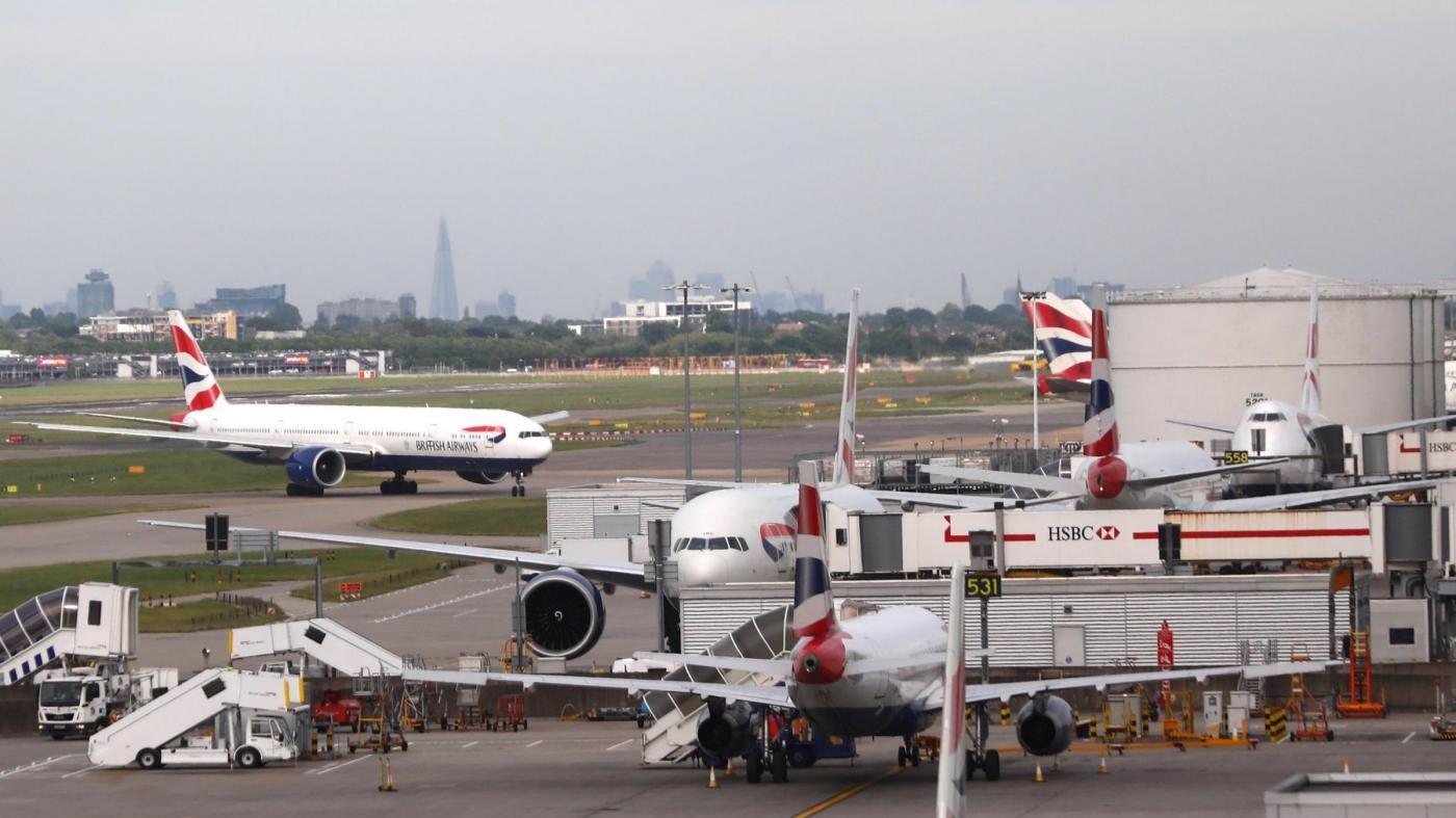 British Airways, ripartono i voli, passeggeri in attesa