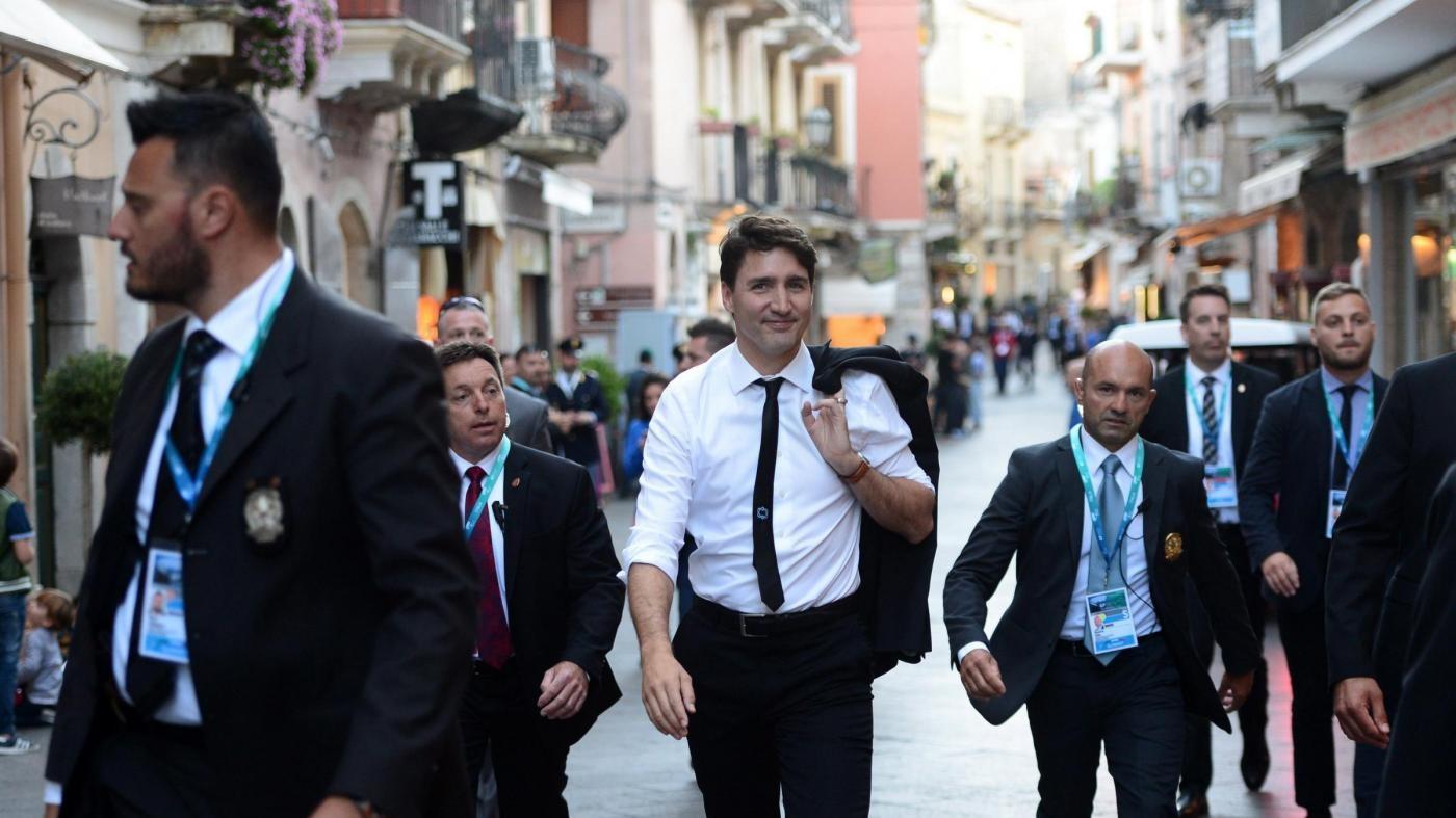Terremoto, il premier canadese Justin Trudeau  vista la zona rossa di Amatrice