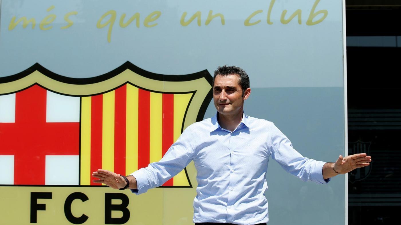 FOTO Barcellona, il nuovo allenatore Valverde si presenta