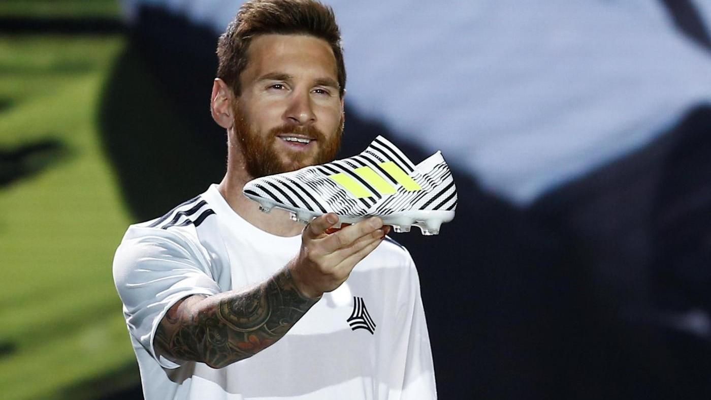 Messi presenta le nuove Adidas 'Nemeziz': fan in delirio in Cina