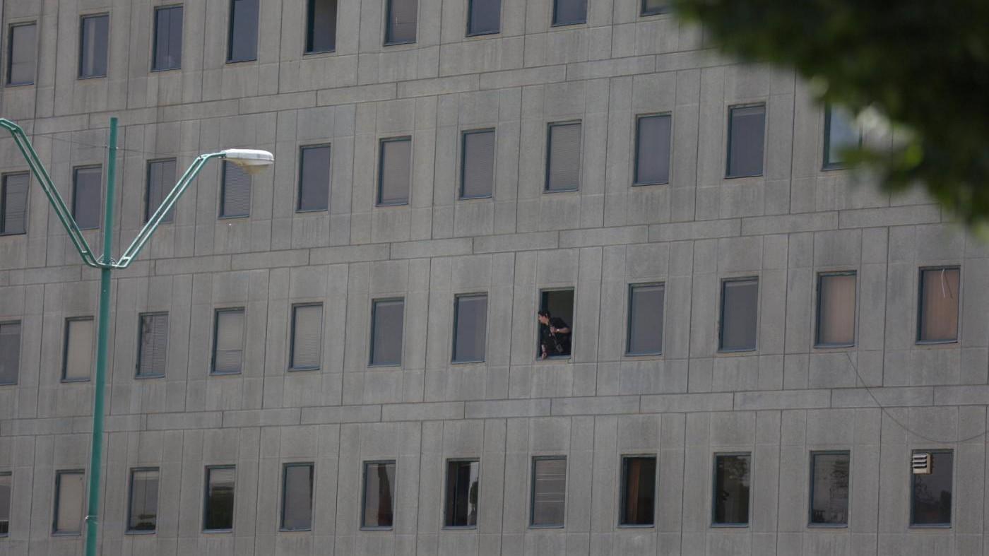 FOTO Iran, spari nel parlamento di Teheran: 7 morti