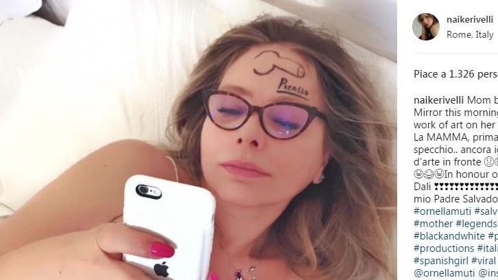 Ornella Muti con un pene disegnato in fronte: lo scherzo di Naike Rivelli