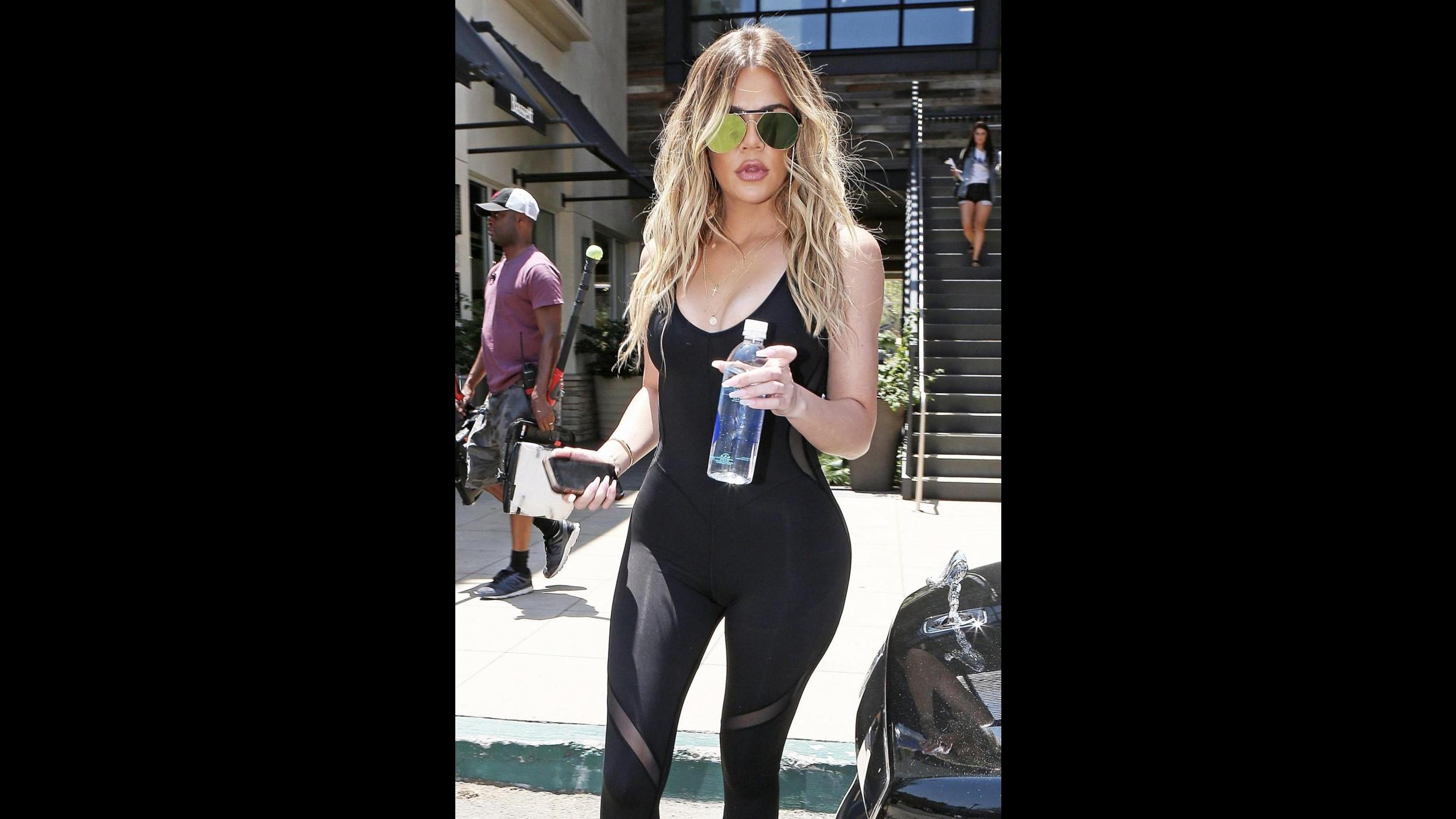 FOTO Khloe Kardashian sexy anche in palestra con una tutina aderente