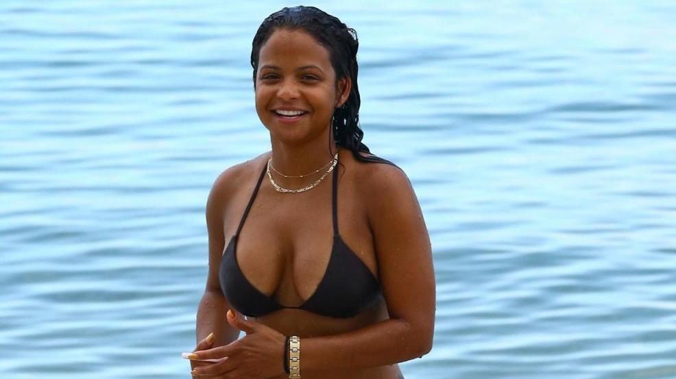 FOTO Christina Milian e il bagno 'hot' a Miami