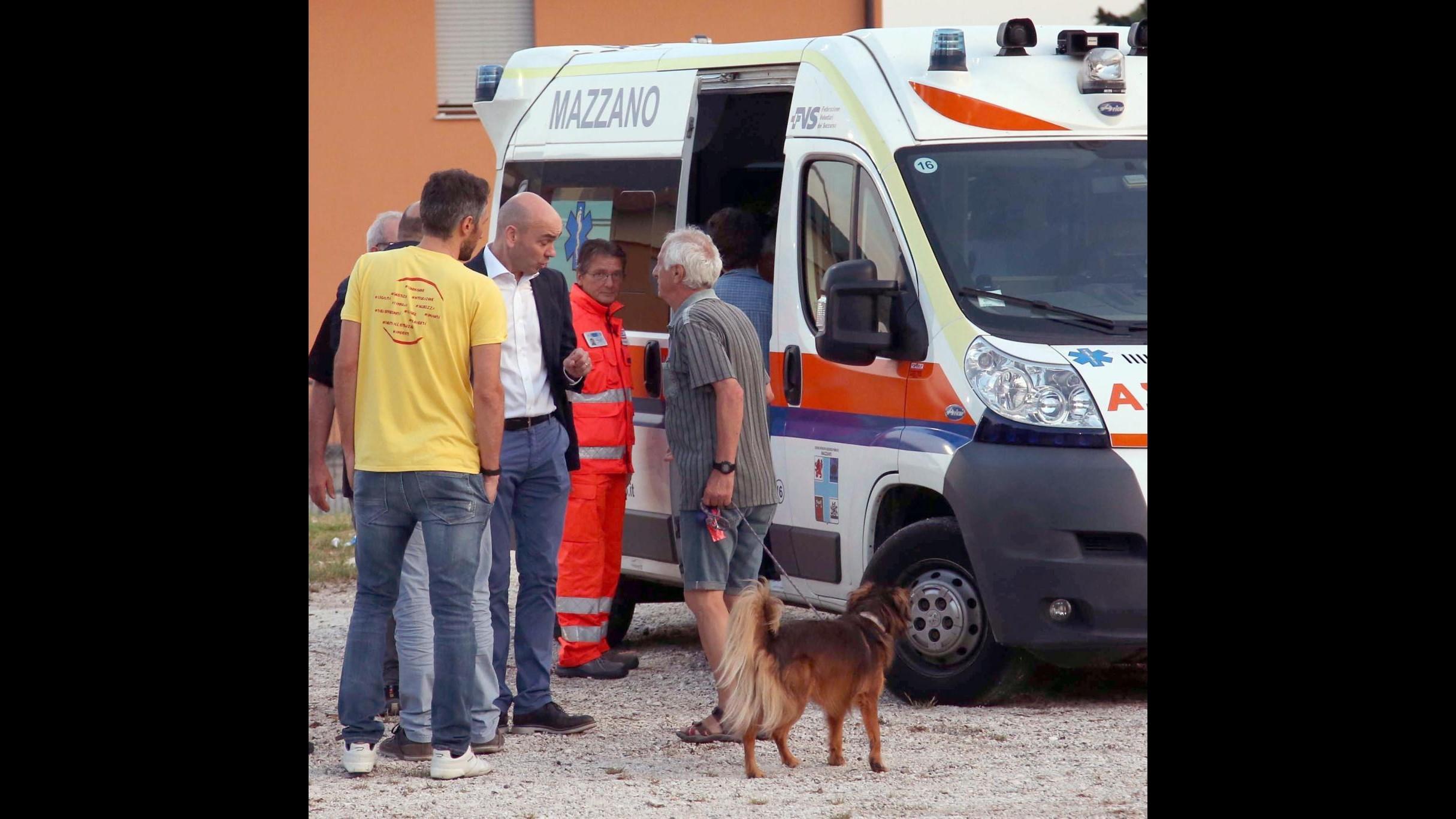 FOTO Veltroni morso da un cane alla Festa dell'Unità