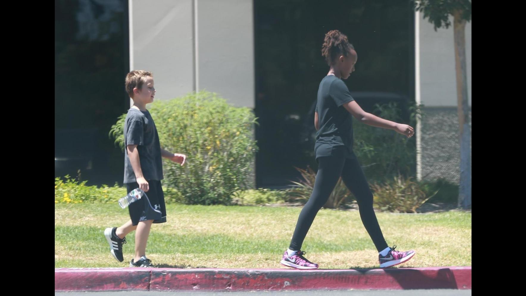 FOTO Le sorelle Jolie-Pitt più unite che mai: chiacchiere e sport per Shiloh e Zahara