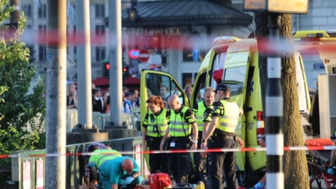 Amsterdam, auto contro i pedoni davanti alla stazione: 5 feriti