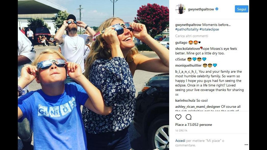 Occhialetti e naso in su, da Trump a Lady Gaga: l'America guarda l'eclissi
