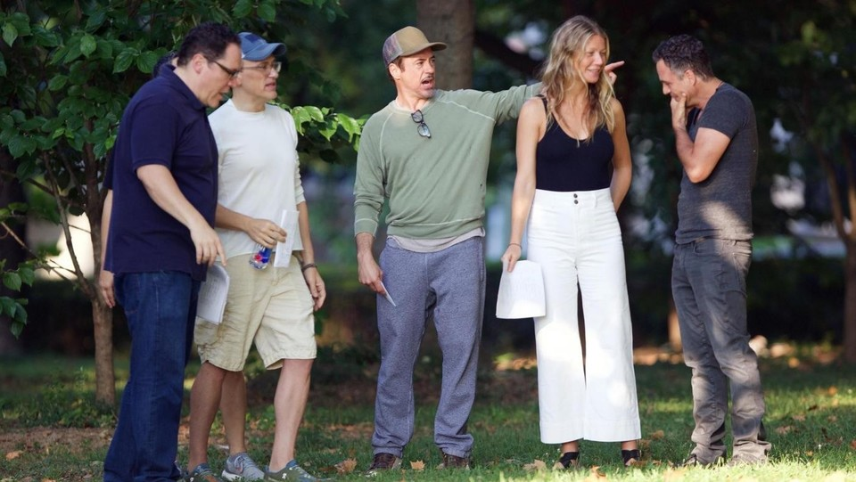 Mark Ruffalo, Joe e Anthony Russo, Gwyneth Paltrow e Roberto Downey ©Backgrid