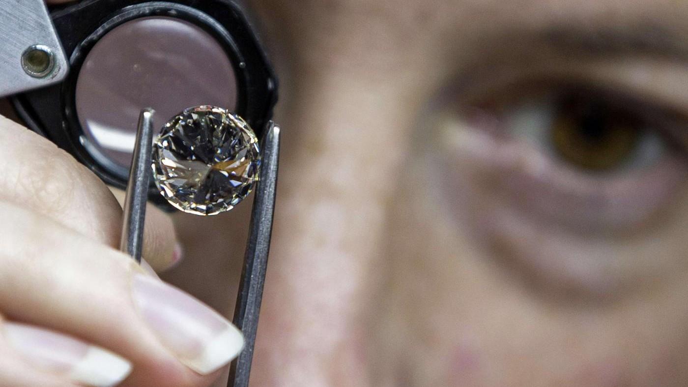Diamanti venduti ai clienti: acquisiti documenti in 5 banche