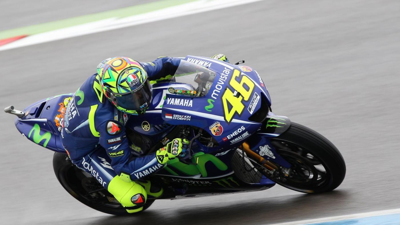 Gp Assen, Rossi super: Valentino vince davanti a Petrucci