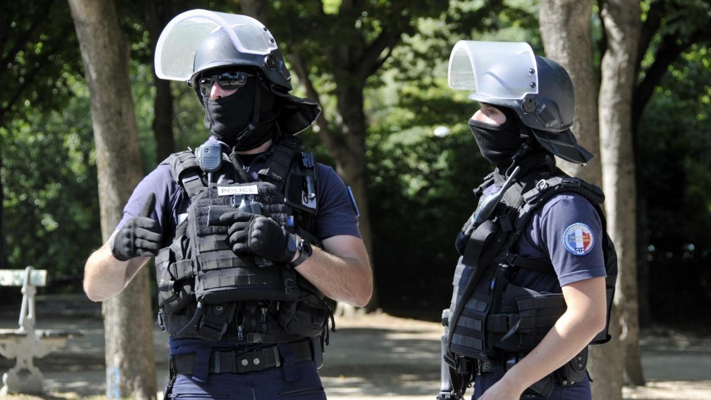 Parigi, tenta di investire la folla vicino ad una moschea: arrestato