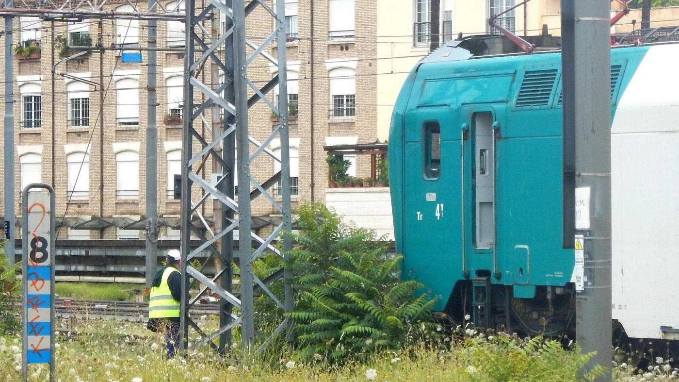 Como, auto travolta da un treno: salvi i cinque a bordo