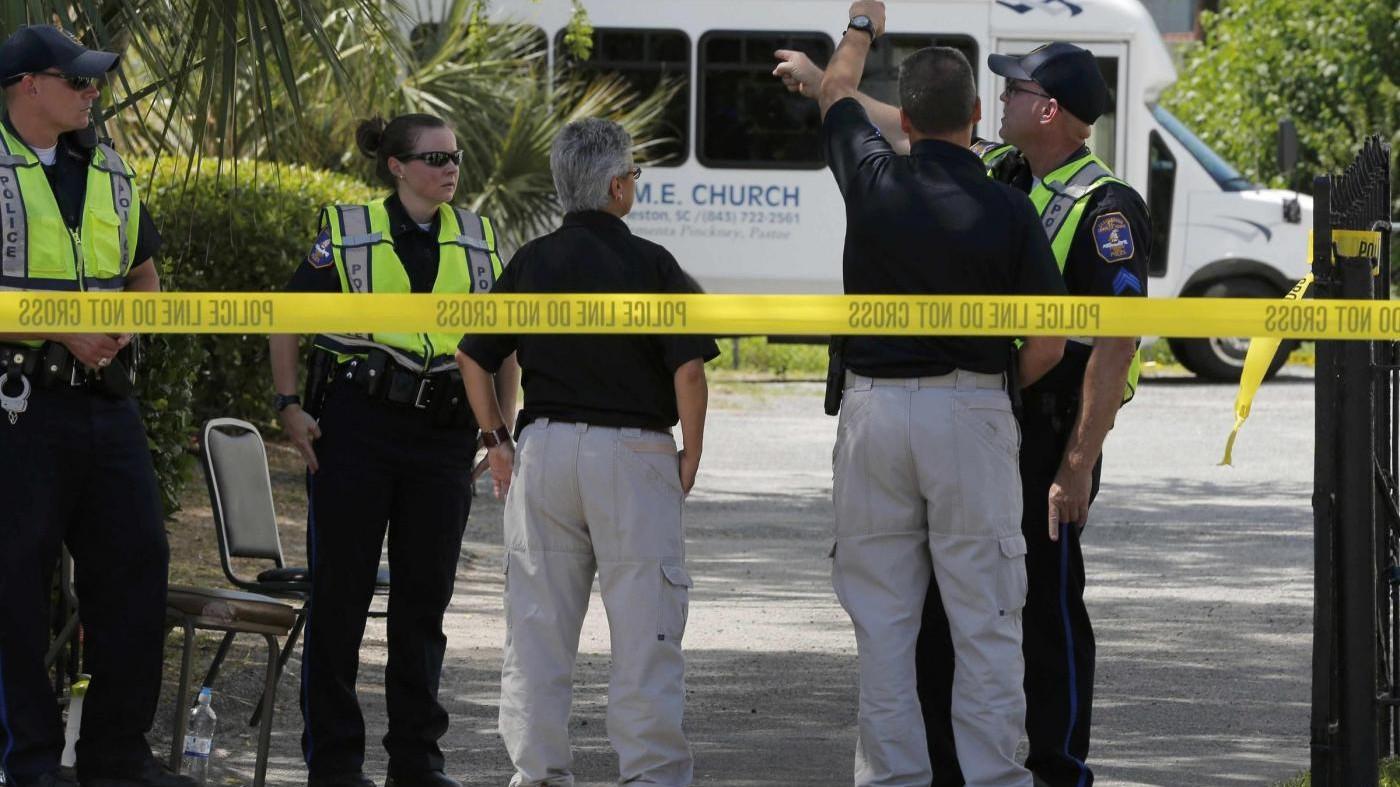 Charleston, uomo armato spara e ferisce una persona, vari ostaggi