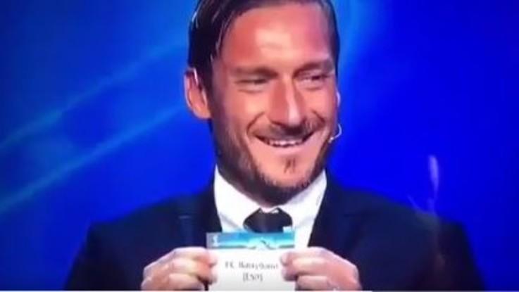 Champions, Totti pesca Barça per Juve e ride: le reazioni sul web VIDEO