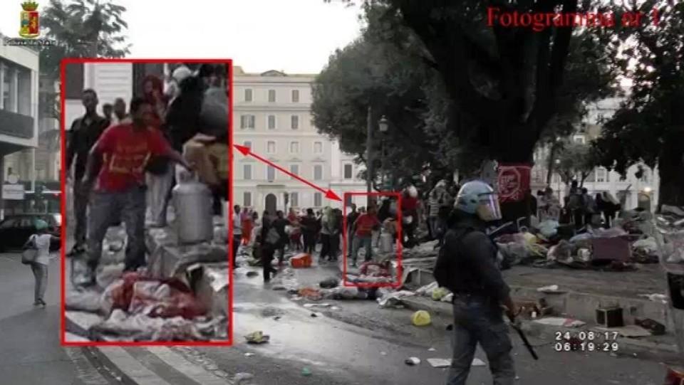 """Roma, è polemica dopo sgombero. La polizia: """"Ecco le immagini che accusano i migranti"""""""