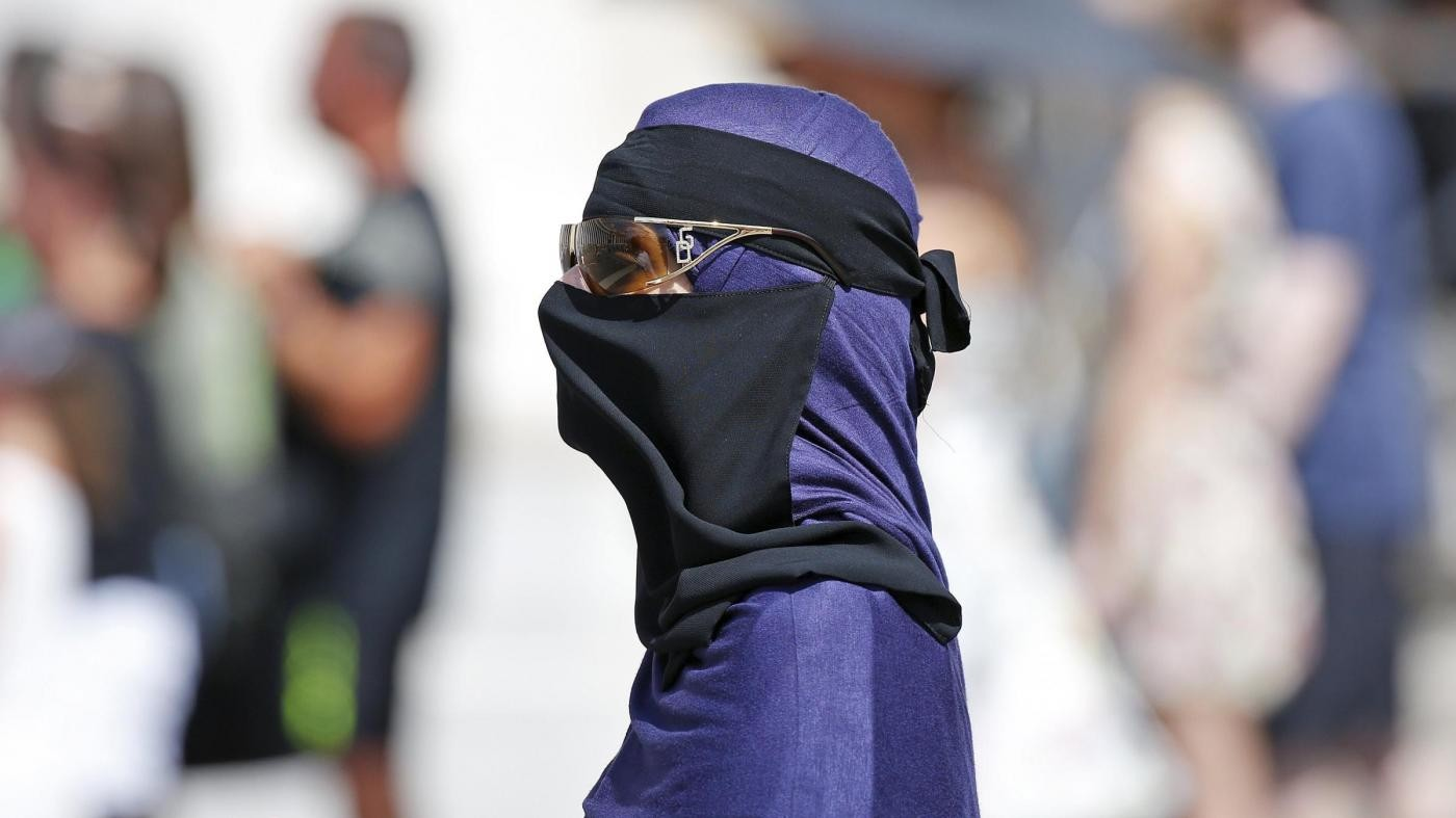 Londra, bimba cristiana affidata a famiglia musulmana: è polemica