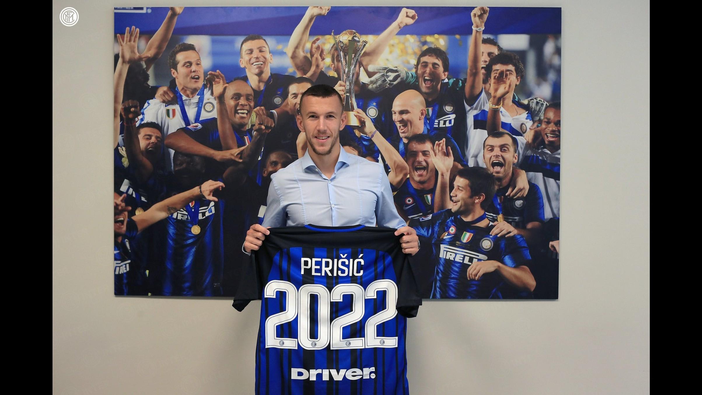 Perisic rinnova il contratto: giocherà all'Inter fino al 2022