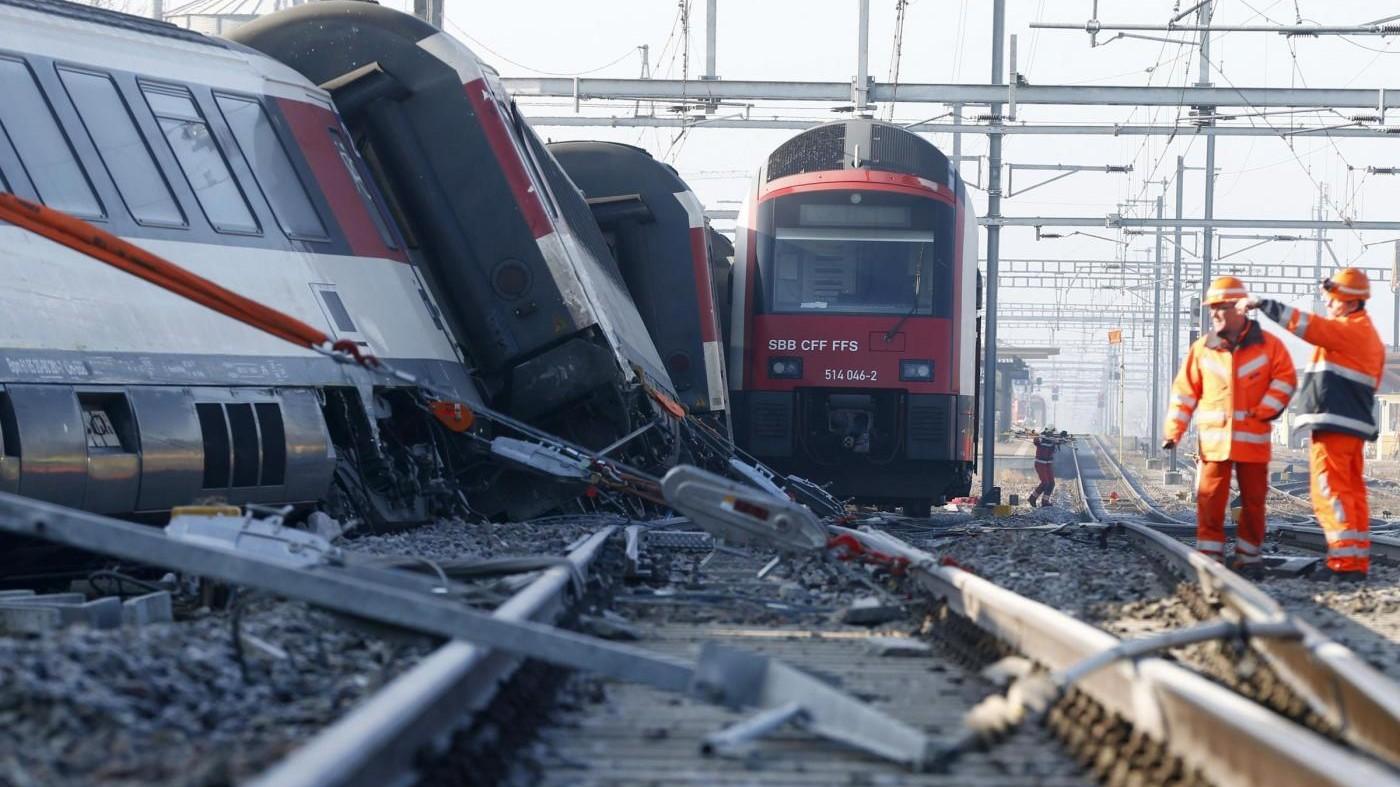 Svizzera, scontro fra treni durante manovra: 27 feriti