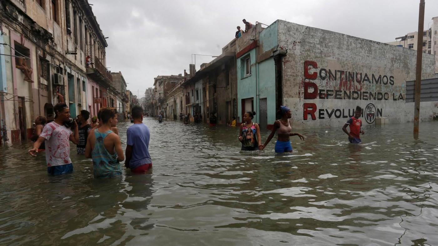 Irma frena: dieci morti a Cuba. In Florida 5,8 milioni senza luce