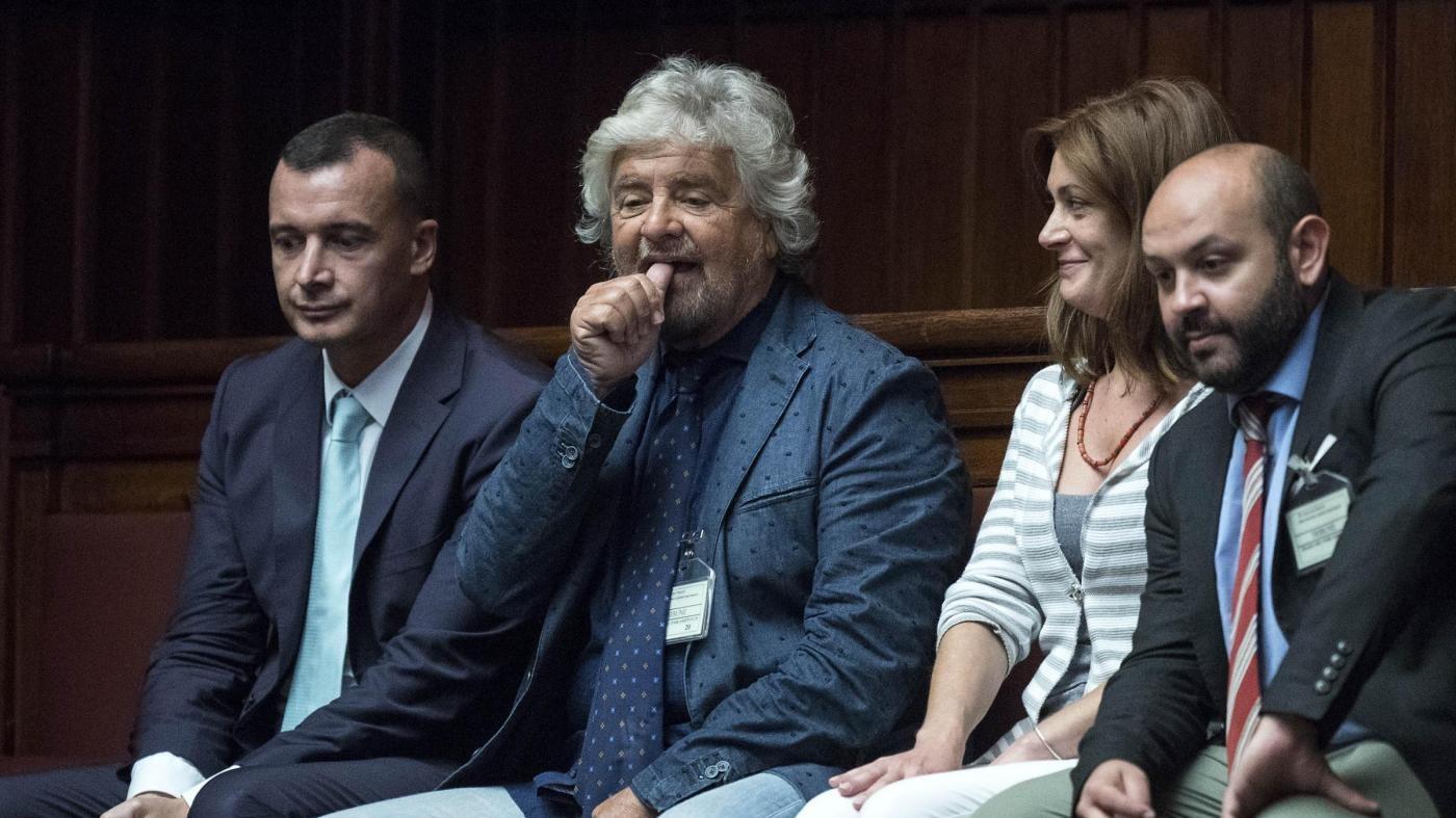 """M5S attacca: """"Tra Lega e Renzi è il teatrino degli ipocriti"""""""