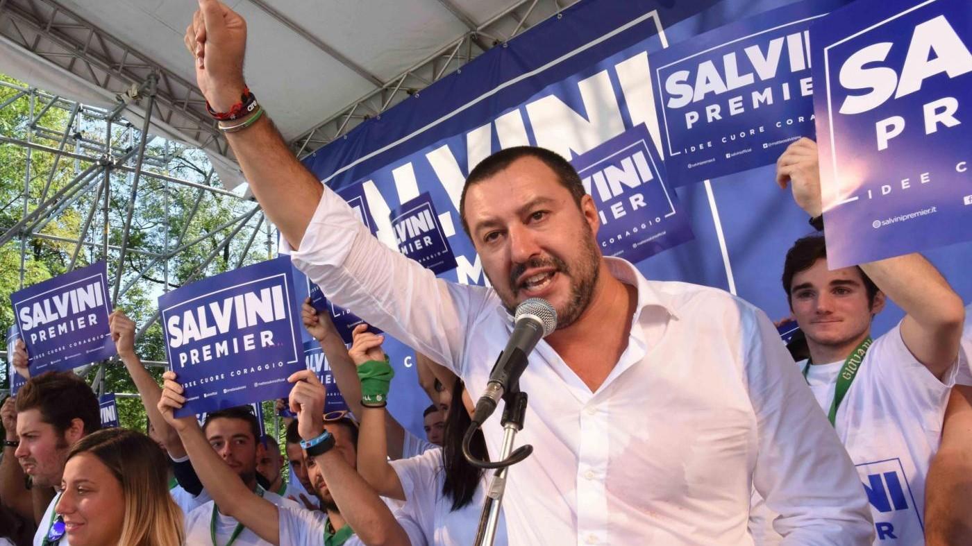 """Lega a Pontida, Salvini: """"Con noi mano libera a polizia"""". Bossi lo attacca: """"Conta balle"""""""