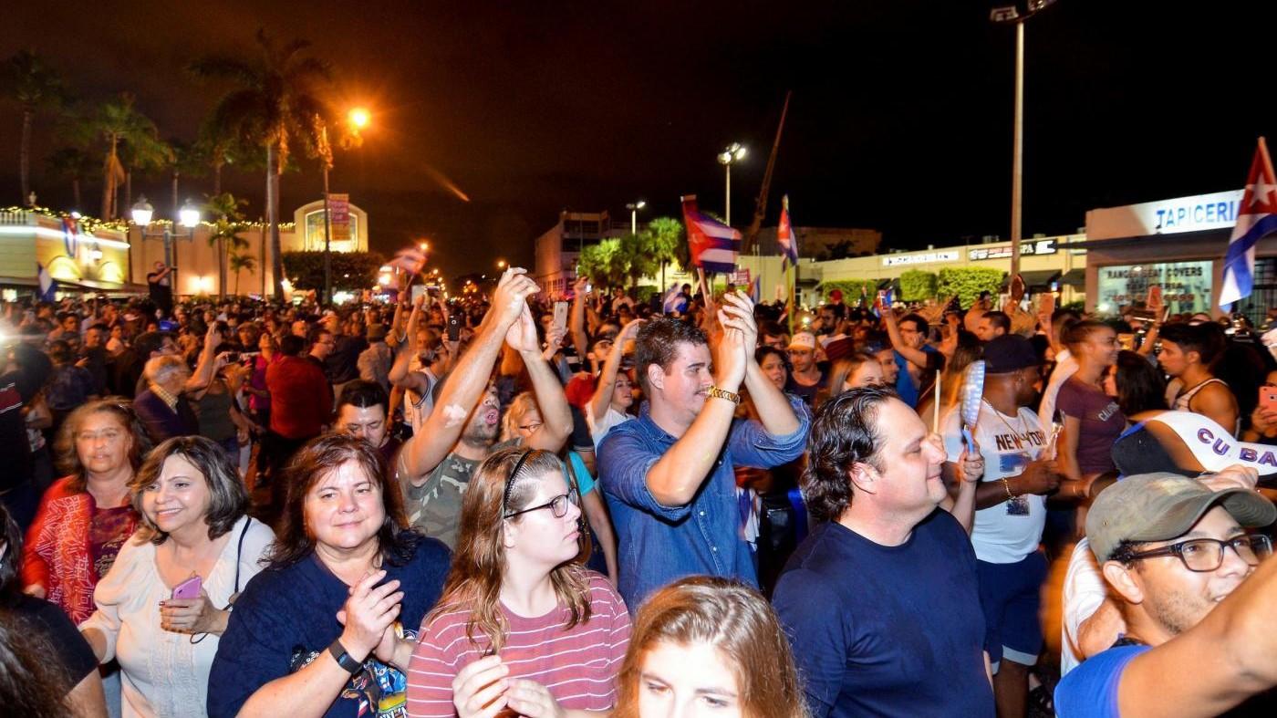 FOTO Esuli cubani in festa dopo la morte di Fidel Castro