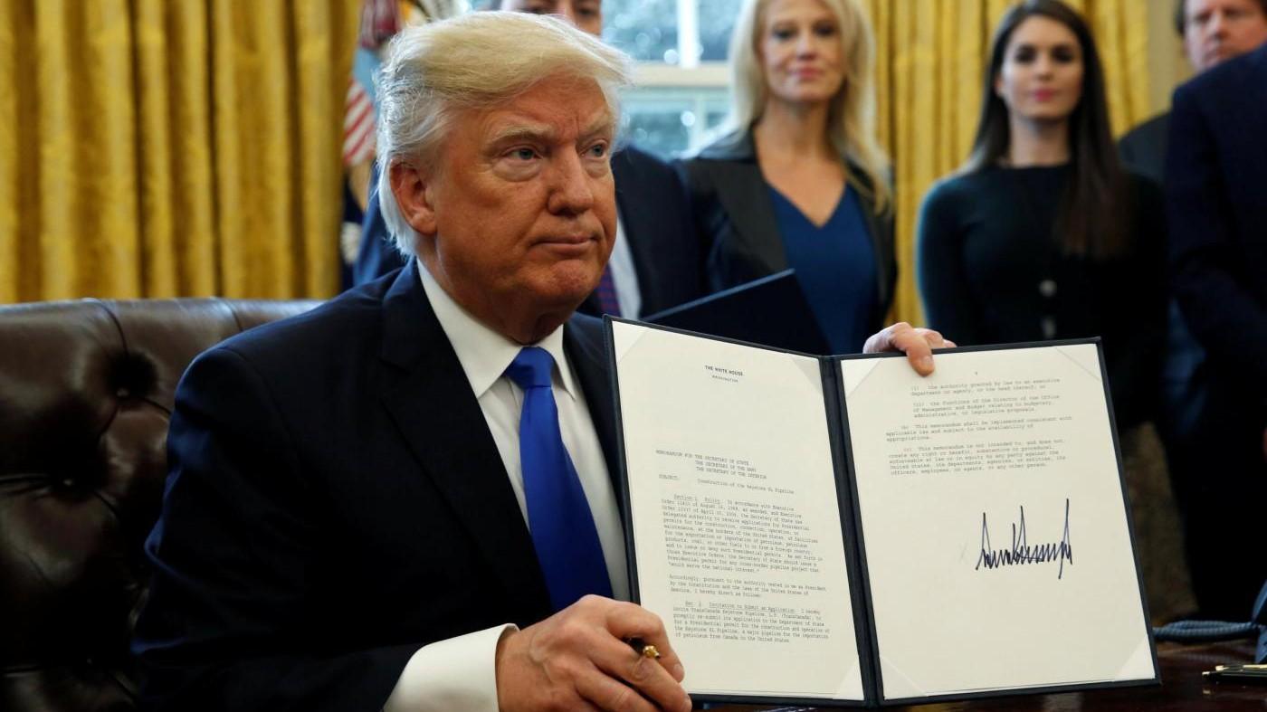 Trump firma ordine esecutivo per finanziare muro col Messico
