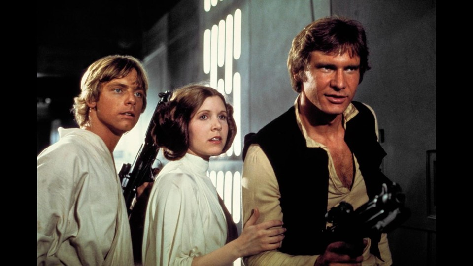 Carrie Fisher con Mark Hamill e Harrison Ford sul set di 'Star Wars' ©LaPresse/Runway Manhattan