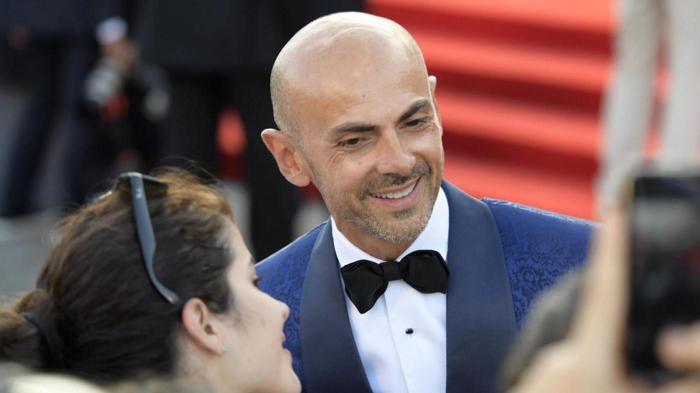 'Real Time a Sanremo con Enzo': Miccio 'sbircia' i look delle star
