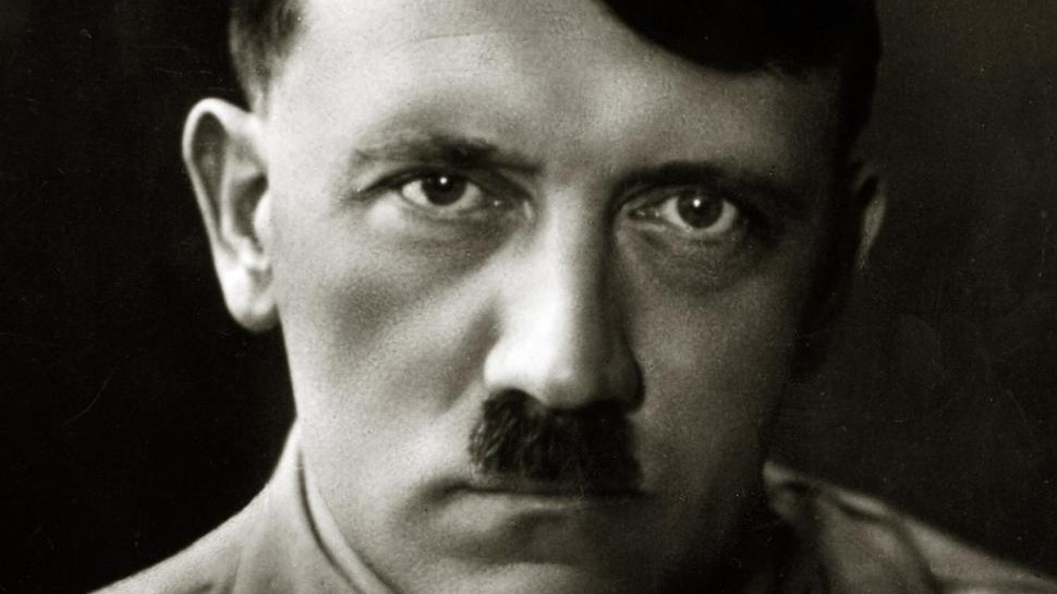Germania, candidata AfD pubblica foto di Hitler: 'Adolf torna'