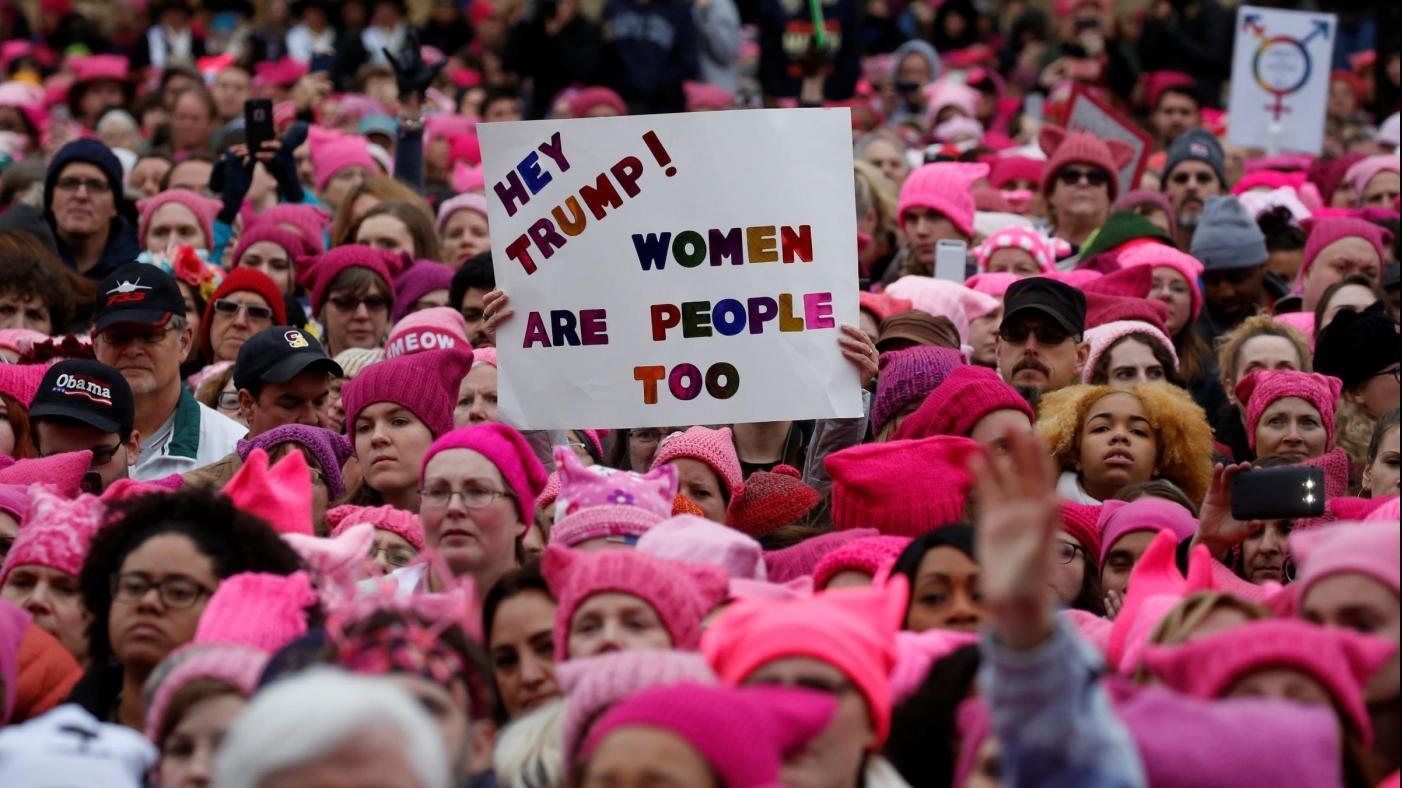 Donne in marcia contro Trump: un 'fiume' rosa invade Washington