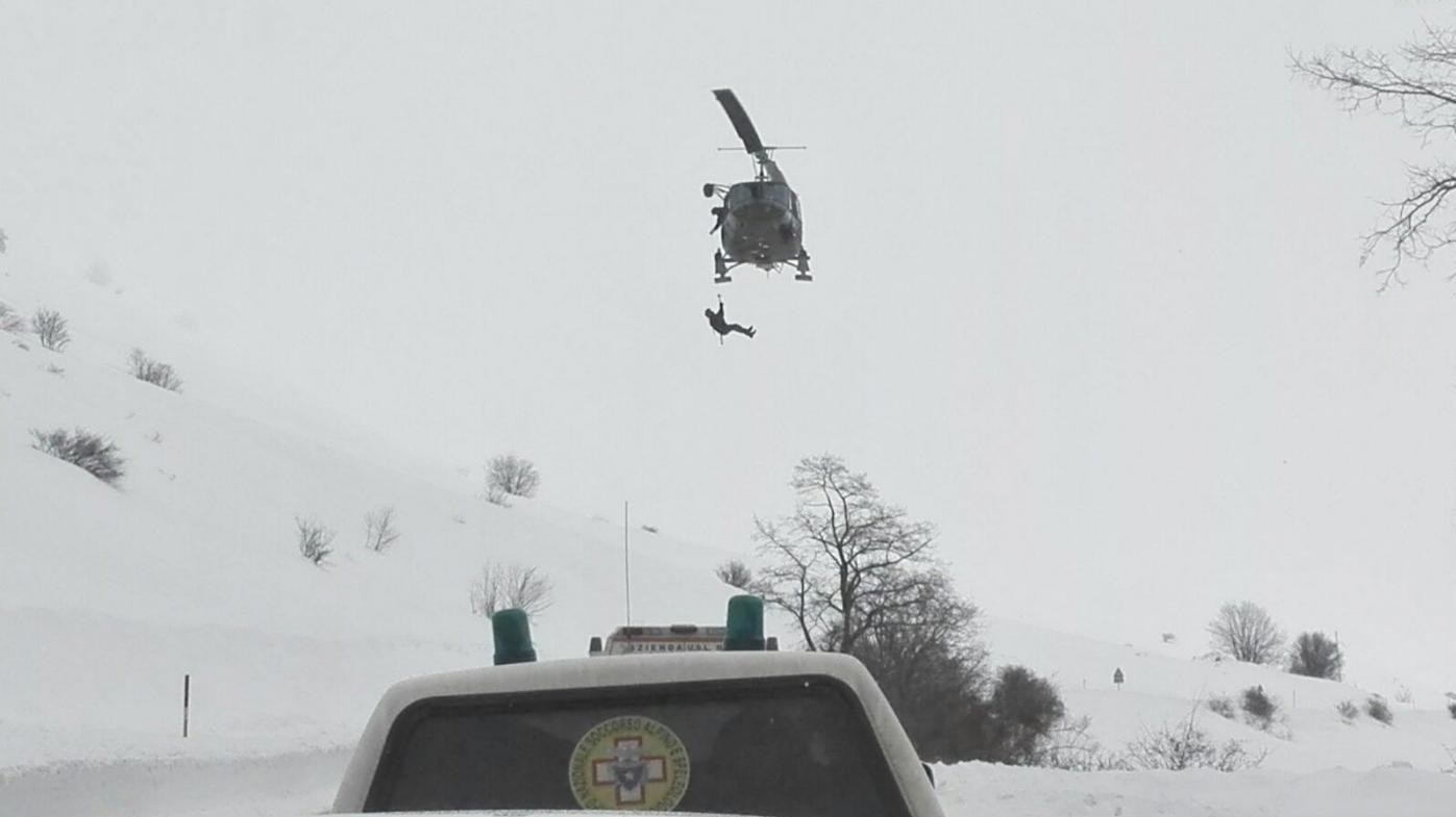 FOTO Elicottero del 118 si schianta nell'aquilano: 6 morti