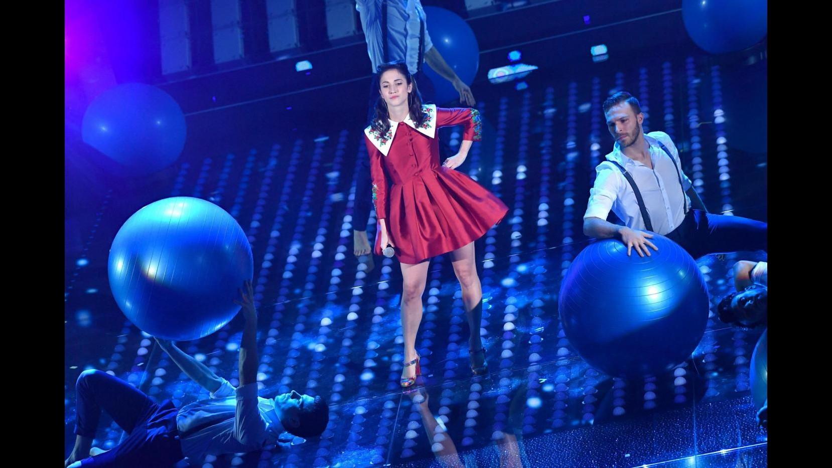 Sanremo, terza serata: i giovani, le cover dei big e Crozza-Papa
