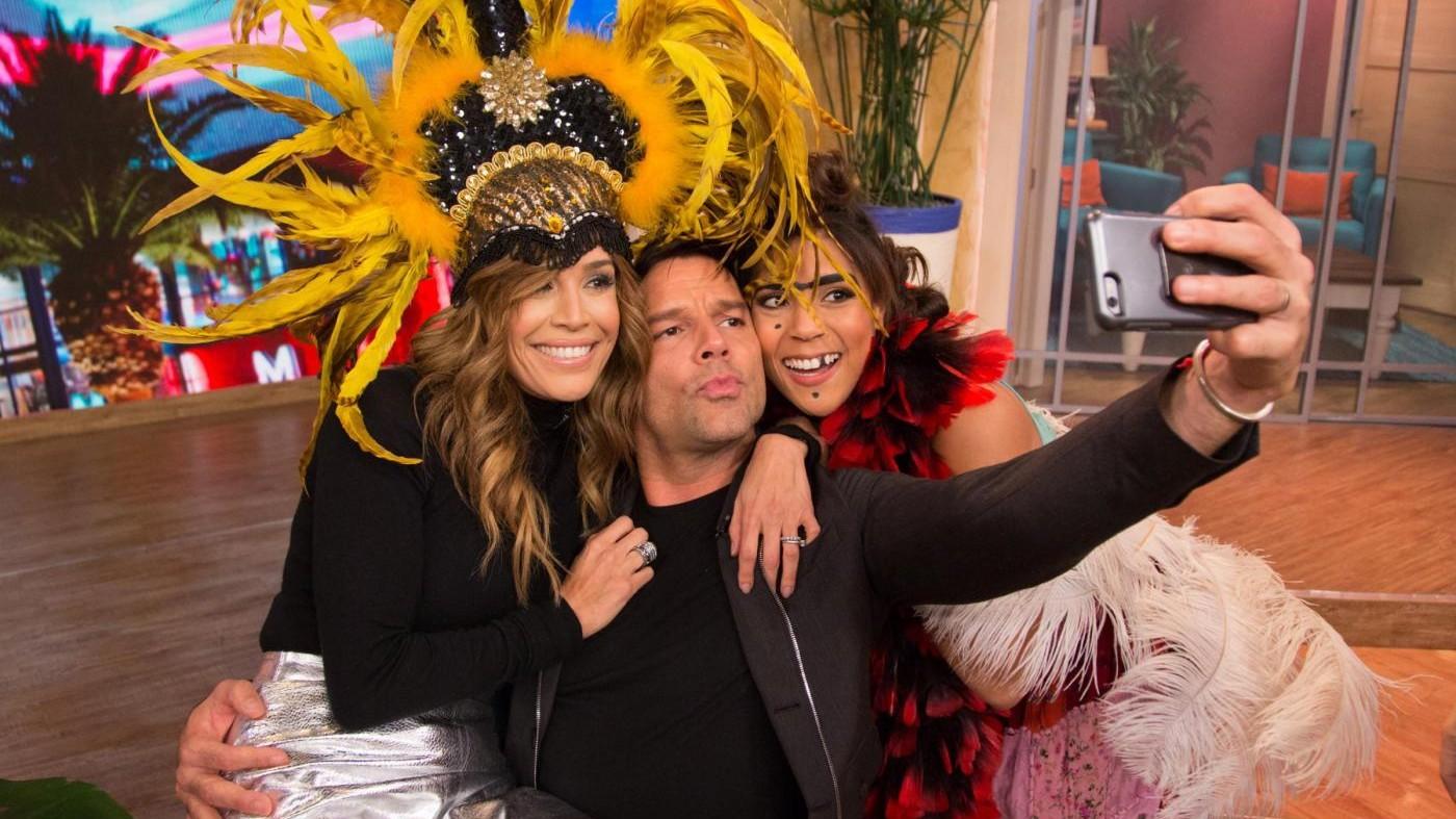Ricky Martin show a 'Despierta America': selfie con le conduttrici