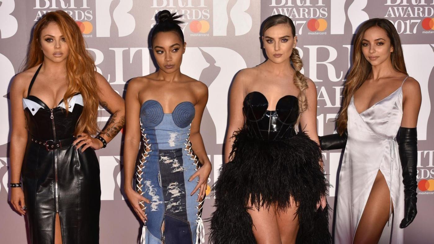 FOTO Spacchi, decori e scollature sexy: i look dei Brit Awards 2017