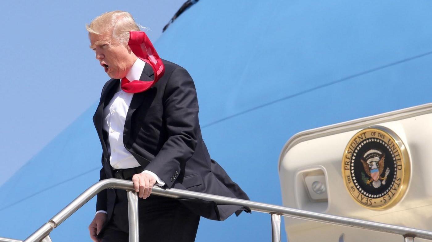 Vento a mille, cravatta indomabile per Trump a Orlando