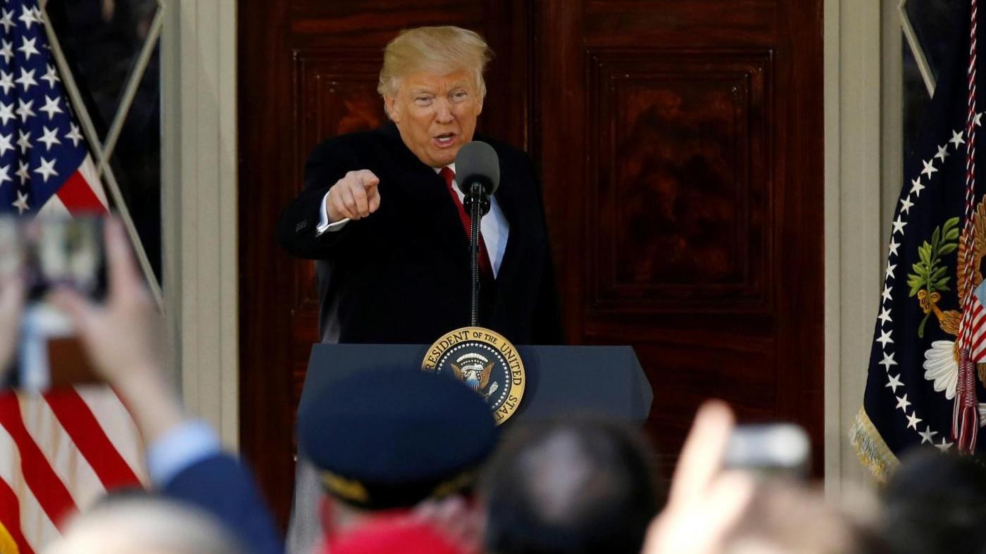 Bloccato nuovo 'travel ban'. Trump: Abuso senza precedenti
