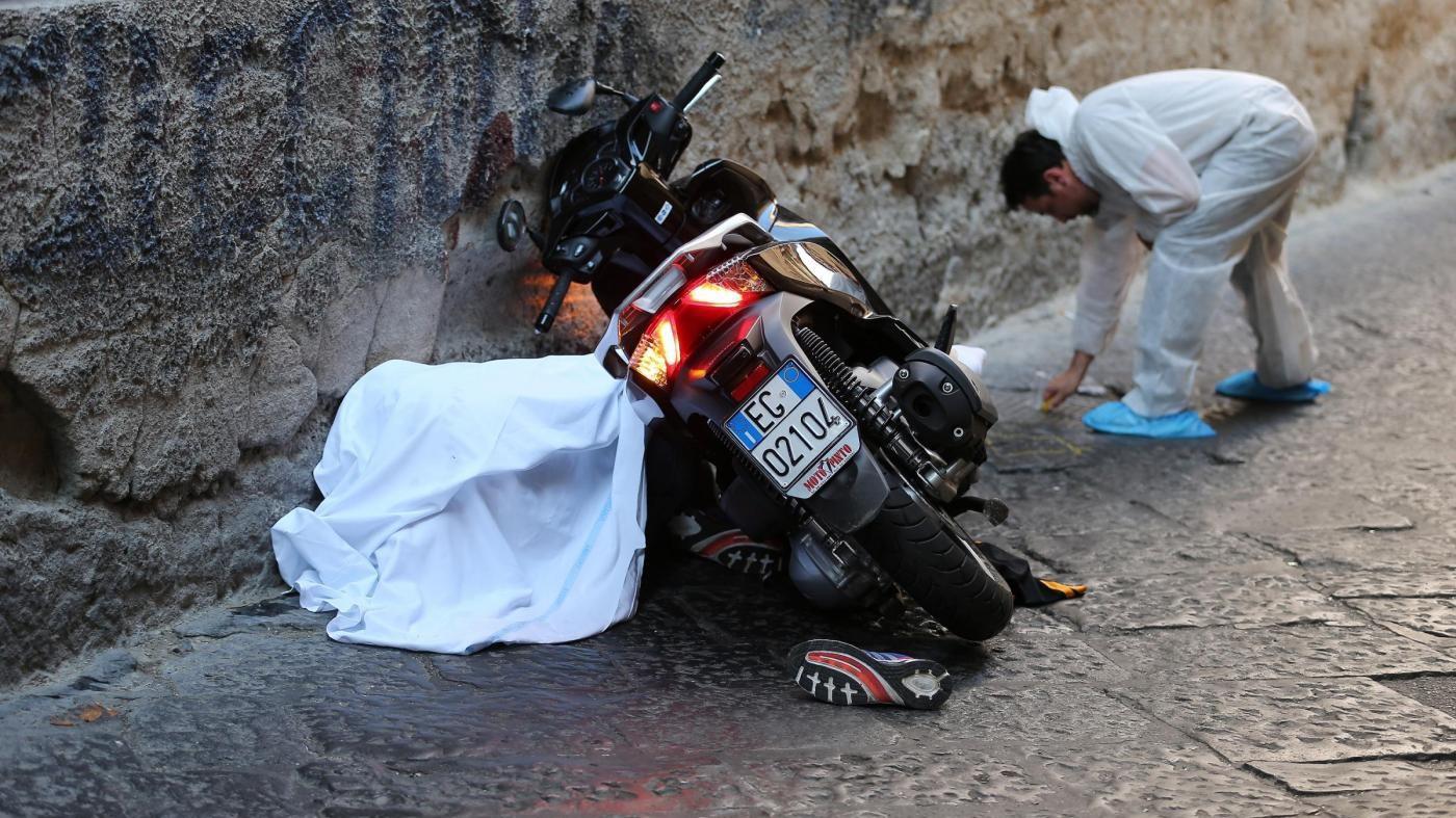 FOTO Duplice omicidio a Napoli: continua la guerra tra clan