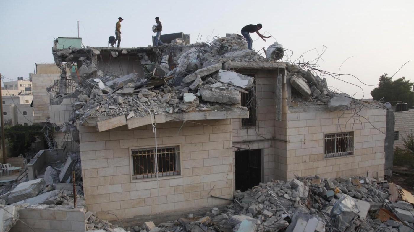 FOTO Casa demolita dall'esercito israeliano a Hebron
