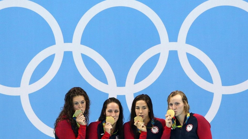 Il team Usa (Allison Schmitt, Leah Smith, Maya Dirado, Katie Ledecky) ©LaPresse/Reuters