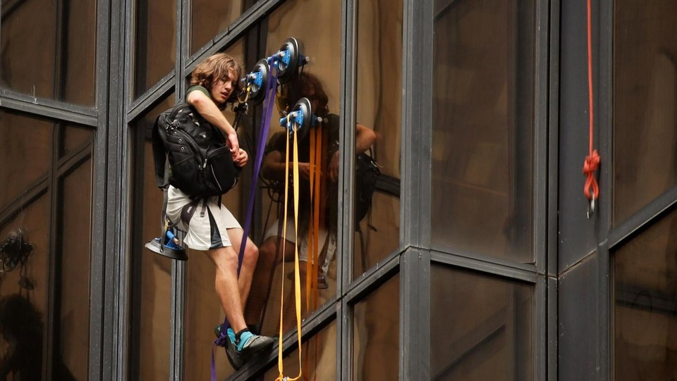 New York, ragazzo scala la Trump Tower con le ventose ©LaPresse/Reuters