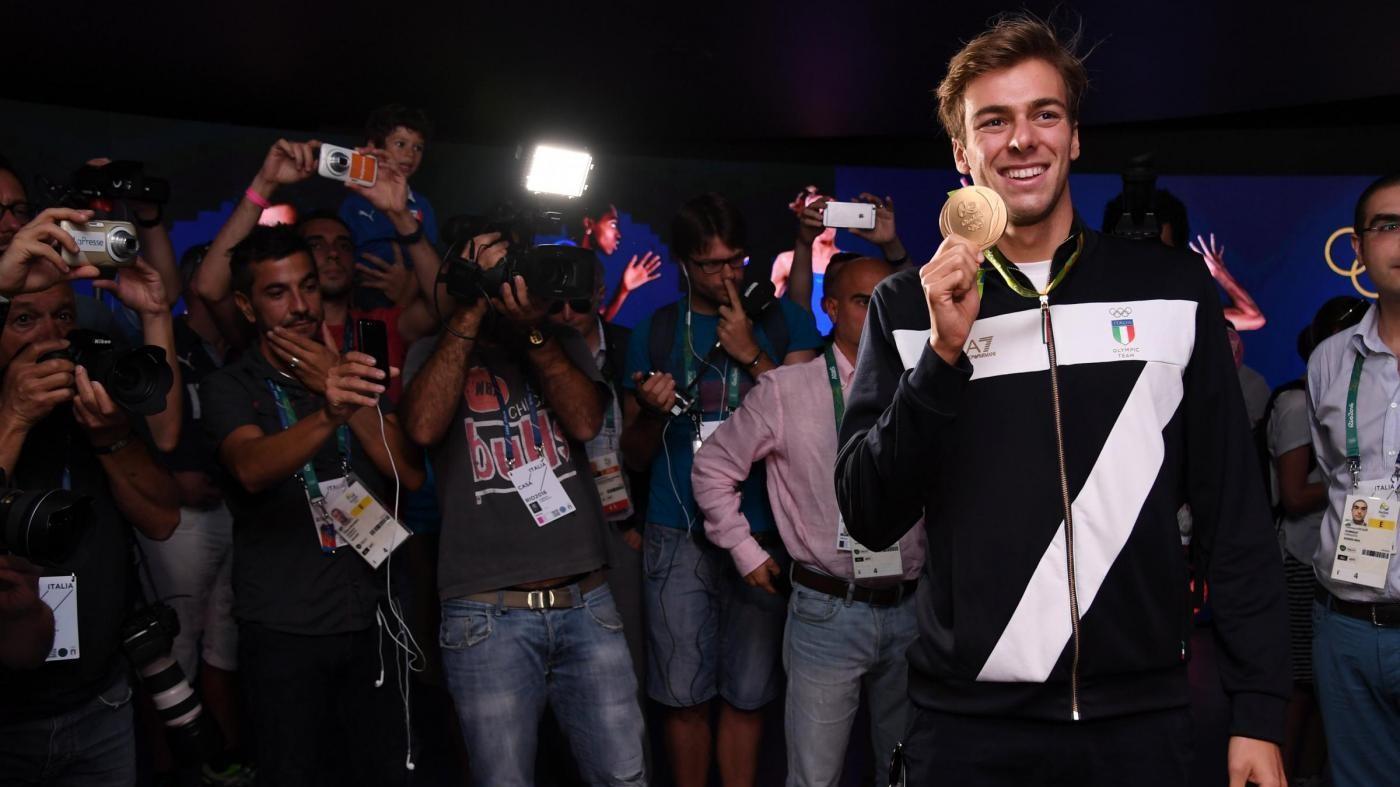 FOTO Rio, Gregorio Paltrinieri arriva a Casa Italia con l'oro