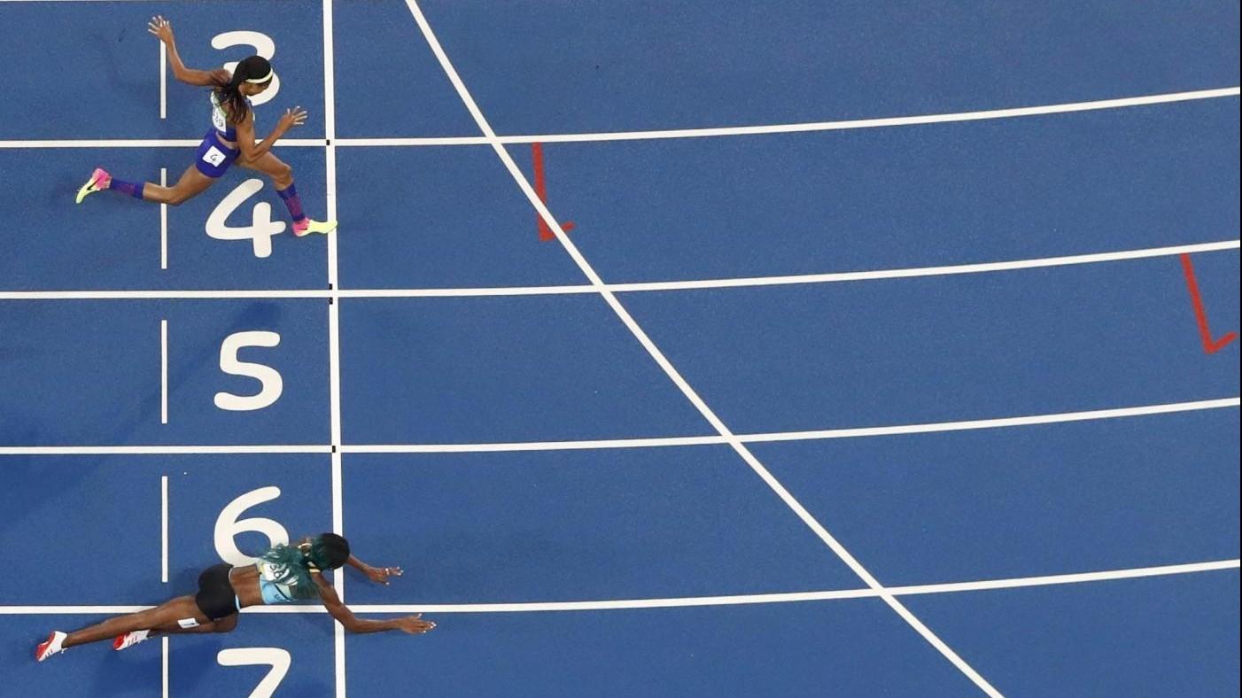 Rio, Shaunae Miller si tuffa sul traguardo dei 400m