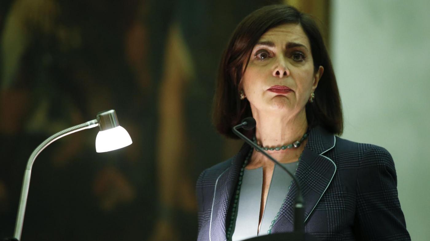 Vitalizi, deputati M5S gridano 'Vergogna' fuori ufficio Boldrini