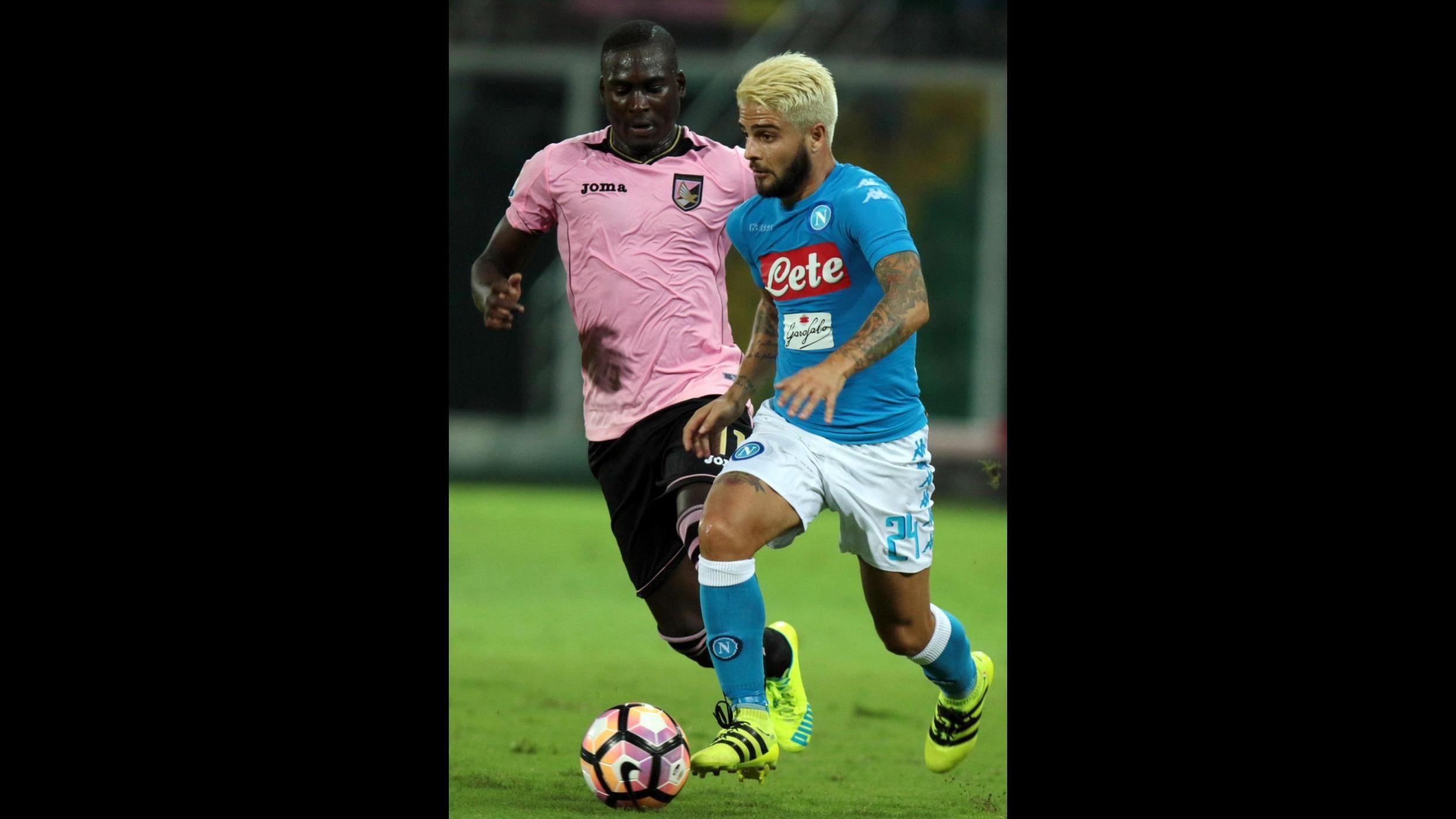 FOTO Nuovo look per Insigne: biondo platino come Messi