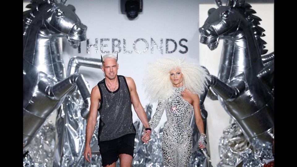 A New York la sfilata bizzarra di 'The Blonds' ©LaPresse/Reuters