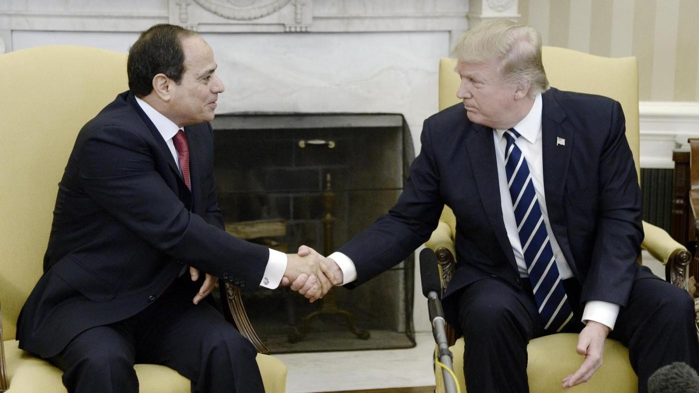 Egitto, Trump: Condanniamo attacchi, fiducia in Al Sisi