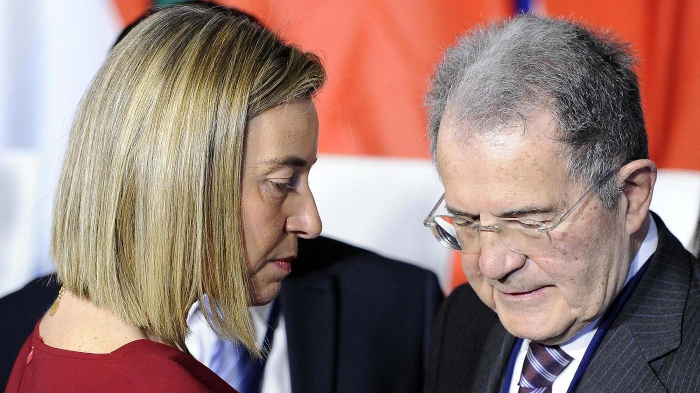 Ue, Prodi propone una difesa comune: Non costerà di più