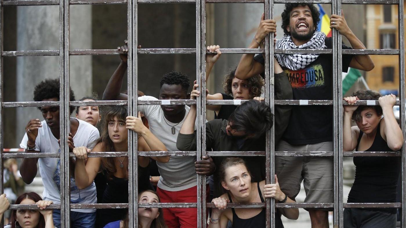 FOTO Roma, flash mob per giornata mondiale vittime migrazioni
